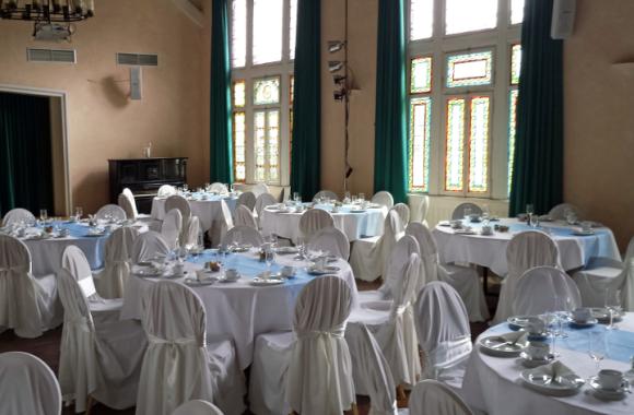 Badischer Hof Jugendstilsaal gedeckt für Hochzeit
