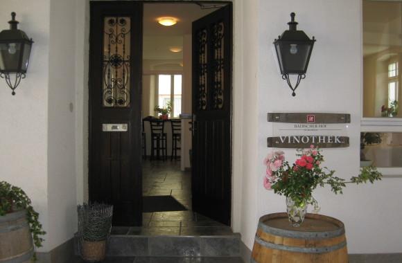 Außenbereich der Vinothek im Badischen Hof Mannheim-Seckenheim